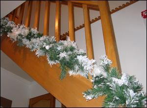 Guirlande enneig e blanche avec papillons boa ours et - Decoration escalier noel ...