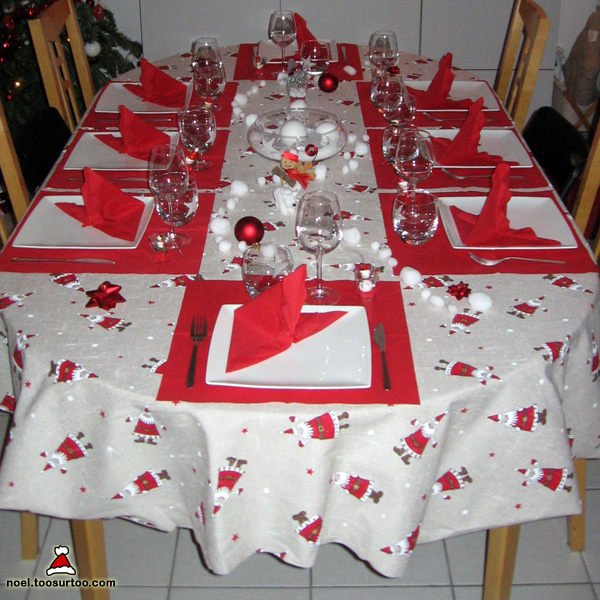 D coration de la table de no l et du r veillon du nouvel an - Table de noel rouge ...